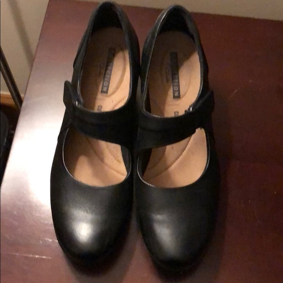 Clarks Collection Women's Black Mary Jane heels 8